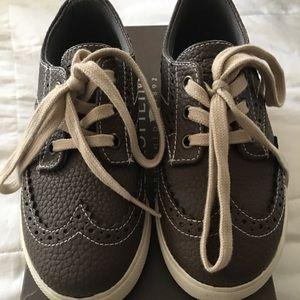 Boys Florsheim wing tip sneaker shoe